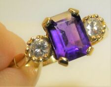 18CT YELLOW  GOLD 3 STONE BAGUETTE AMETHYST 0.2CT DIAMOND STATEMENT RING  O