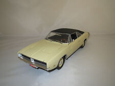 Ertl/American Muscle  Dodge  Charger  R/T  (beige) 1:18  ohne Verpackung !