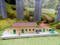 Bahnhof NEUSTADT mit Figuren RARITÄT aus den 50er Jahren Spur N B210
