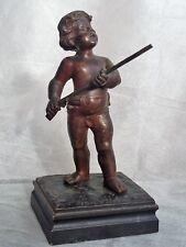 Ancienne Sculpture en Bronze, M. DEBUT(1865-1933), Enfant jouant à la carabine