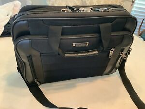 Kenneth Cole Reaction An Easy Decision Laptop Bag Non-Wheeled Business Case