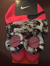 NWT-NIKE BEANIE HAT AND BOOTIE SOCK SET-SIZE 0-6 MONTHS