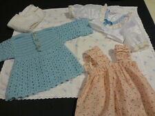 housse de coussin vintage surbrodée  +robes poupées