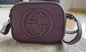 GUCCI Mini Soho Disco Crossbody Bag in Purple/Mauve calfskin leather