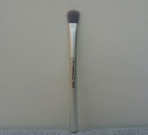 MAC 530SE All-Over Shadow Brush, Travel Size, Brand New!