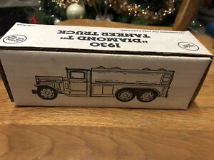 Ertl 1930 Diamond Key Tanker Truck Bank. 1/34 Scale