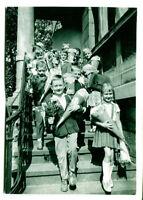 """uralte AK Erster Schultag """"Aus deutschen Landen"""" 1965, Kinder auf Treppe //07"""