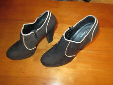 BLACK SUEDE SHOES GOLD PIPING PLATFORM CHUNKY HEELS SIZE 6 BRAND NEW WITH TAGS