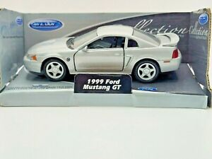 Welly 1999 Ford Mustang GT Silver 1:36 Scale