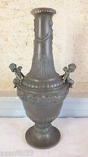 vase soliflore étain 19ème décor putti noeuds rubans