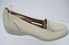 SOFTSPOT Cream Colored Womens Leather Loafers Shoes  Size 11 N