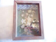 Boîtier en bois avec fleurs des champs séchées sur velours vert clair Hauteur :