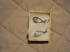 SILVERTONE DROP EARRING WITH SINGLE CRYSTAL IN CENTER