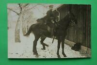 Foto AK Soldat Offizier auf Pferd 1914-18 Uniform Sattel Kaserne 1.WK WWI