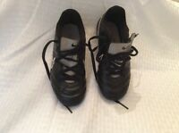 EUC Nike Girls Soccer Cleats  Size 13c Black,white And Pink