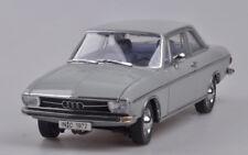 1:18 Signature Audi 100 1972 Classic Car Die Cast Model