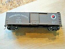 HO Northern Pacific Box car 39008