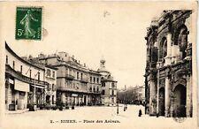 CPA  Nimes - Place des Arénes   (581950)