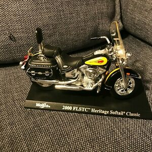 Harley DAVIDSON - 2000 FLSTC Heritage Softail Classic  - Maisto