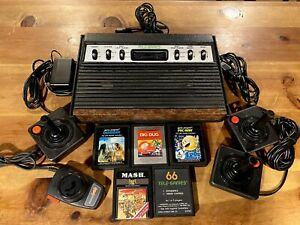 ATARI 2600 ORIGINAL 6 SWITCH GAME CONSOLE W/ 5 GAMES & 4 CONTROLLERS, SHIPS FREE