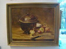 Signée Maxime Tanguy  nature morte au pot couvert et aux oignons  40,2 x 31,7 cm
