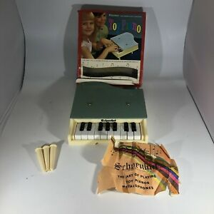 Schoenhut Baby Grand Piano Toy Most Keys Working 1950's No. 110/17 17 Keys