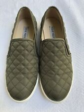 a13d7106cd7 Steve Madden Olive Green Quilted Slip On Sneakers Sz 9.5M EEUC