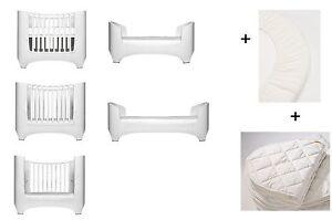 weiß Leander Baby- und Kinderbett + 1 Set Spannbetttücher + 1 Matratzenauflage