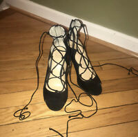 Vince Camuto Black Lace-up Peep Toe Heel Sz 7.5