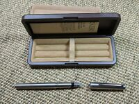VINTAGE COLLECTABLE PARKER 105 FOUNTAIN PEN. COMPLETE WITH BOX. RARE!!!