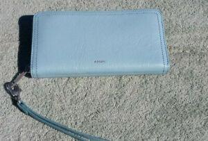 Fossil Women's RFID Logan Zip Around Wallet / Wristlet Turquoise Blue SL7831441