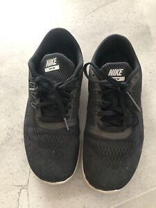 Nike Runners Size 5 us - Black