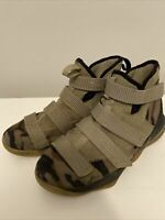 Nike Lebron James Soldier XI CAMO 918369-200 Boys Size 6.5 Y Basketball Sneakers