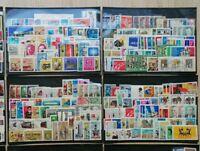 50 Sätze Briefmarken DDR **/o aus Lagernachlass ab 50er Jahre