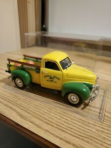 1/25 John Deere Dealership 1947 Studebaker Pick-Up Truck NIB! With display case