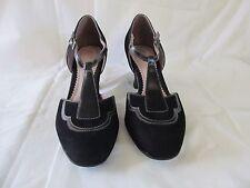 Womens Clarks Artisan black suede t-strap closed toe heels sz 8M Vintage feel!
