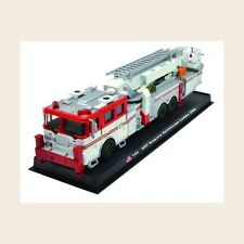 Giant Fire Truck Seagrave Acrialscope Ladder - 2007 USA Diecast Model 1:64 No 18