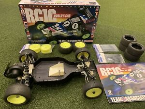 Team Associated RC10 Worlds Car Roller /w Extra Parts Box Manual NICE Vintage