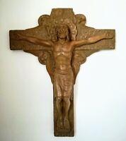 Crucifix en terre cuite signée F. Carulla 48 x 38 cm environ 19 ou 20ème