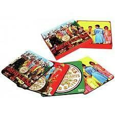 4 BEATLES ONDERLEGGERS IN DOOSJE / BEATLES COASTERS IN GIFT BOX (SGT PEPPPERS)