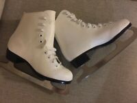 CCM Girls Youth Leather Figure Ice Skates sz 1 Excellent!