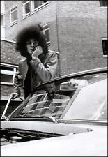 NOEL REDDING  - THE JIMI HENDRIX EXPERIENCE POSTER PAGE . J54