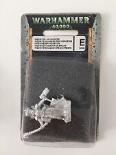 WARHAMMER 40,000 FEMALE INQUISITOR WITCHUNTER WITCH HUNTER PLASMA PISTOL RED 556