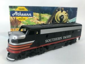 Athearn 3041 Southern Pacific SP Black Widow F7-A Dummy Train Engine Kit HO NEW
