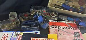 Lot intéressant 4 kg de pièces et manuels mécano jouets vintage en tôle