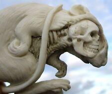 Ratte mit Schädel , skull aus Horn geschnitzt memento mori - Wunderkammer !