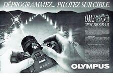 Publicité Advertising 087  1985  Olympus  appareil photo OM2 spot program (2p)
