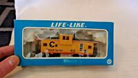 HO Scale Life-Like 34' B & O Chessie System Wide Vision Caboose, Yellow, #3966