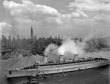 WWII Photo HMS Queen Mary in New York Harbor Troopship  World War 2 WW2 / 7073