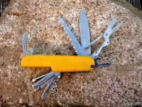 tolles 10 teiliges Outdoor Taschenmesser gelb Edelstahl Säge Schere Sammlerstück